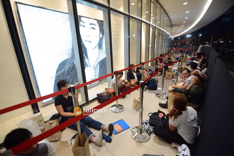 PHOTO: Eager shoppers queue overnight for H&M PHL opening